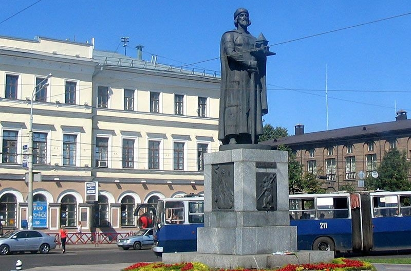 pamyatnik-yaroslavu-mudromu-v-yaroslavle 2