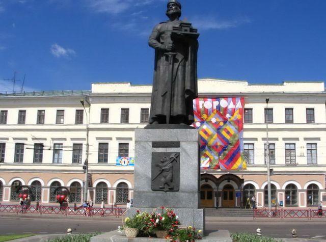 pamyatnik-yaroslavu-mudromu-v-yaroslavle 3